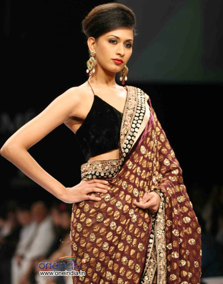 Heavy maroon golden saree with black blouse in combination
