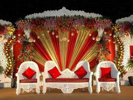 24 beautiful wedding stage decoration ideas part ii. Black Bedroom Furniture Sets. Home Design Ideas