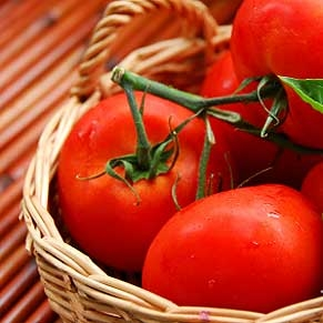 Tomato for younger and glowing skin