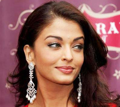 Aishwarya Rai wearing a silver dangle earring with pearl drops