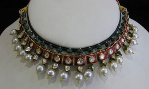 Red green kundan necklace with white pearls
