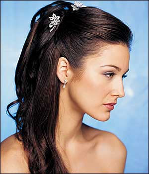 Simple hair style with half tied hair