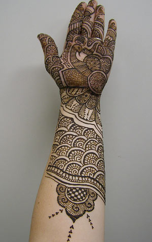 hand and arm mehndi design
