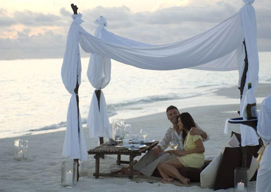 private_beach_dinner_Maldives