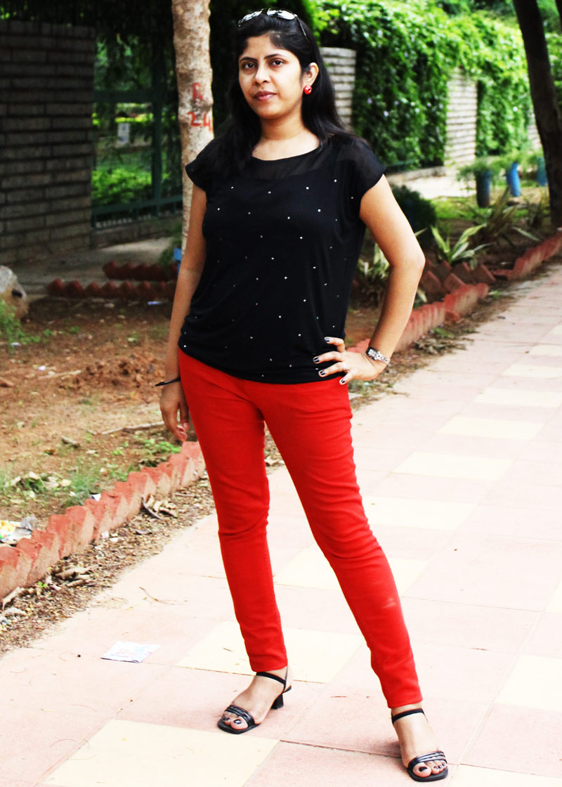 Style Book-Red Skinny Jeans with Black Top - Stylebees.com