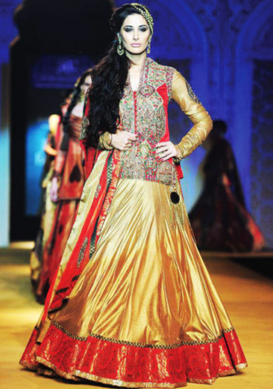Lehenga choli fashion show 99