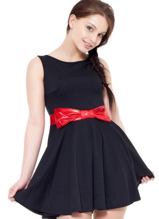 black-dress-with-a-red-bow