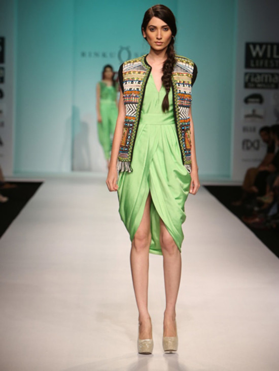 rinku-sobti in wills india fashion week ss14